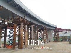 万家楼A匝道桥钢箱梁顺利完成安装